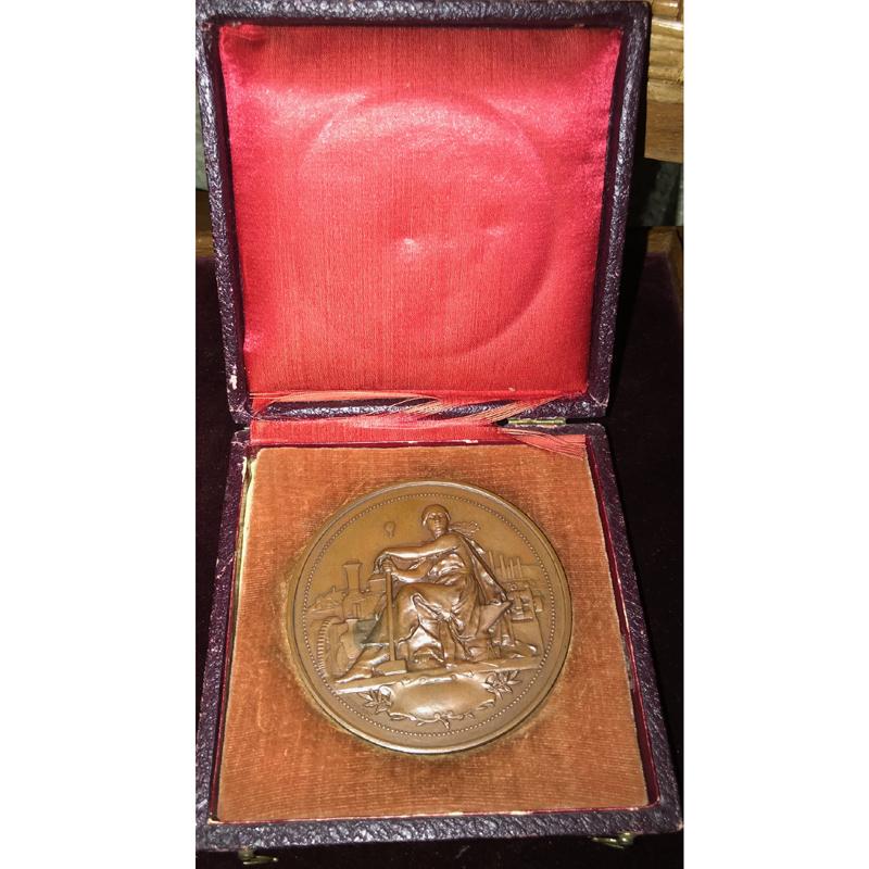 VERNON F.   Médaille en cuivre  69mm   Ch. Mildé et Cie   Paris   Ecole d'Apprentissage fondée en 1888   1902    SUP/FDC