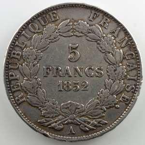 Casque à pointe regravé sur une pièce de 5 F Louis-Napoléon Bonaparte   1852 A    TB+/TTB