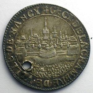 Jeton rond en argent   1631    TTB  troué