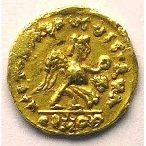 Photo numismatique  Monnaies Monnaies mérovingiennes Bourgogne Burgondes Tremissis pseudo-impérial au nom de Justin I   (env. 500-580)    TTB/TTB+