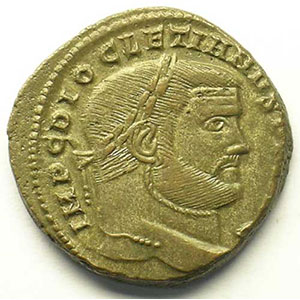 R/ SACRA MON VRB AVGG ET CAESS NN   (Rome 300-301)    TTB